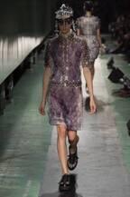 アンリアレイジ、東京で4年ぶりのショー開催 - 全ての服は光と闇の中に、これまでのアーカイブが登場