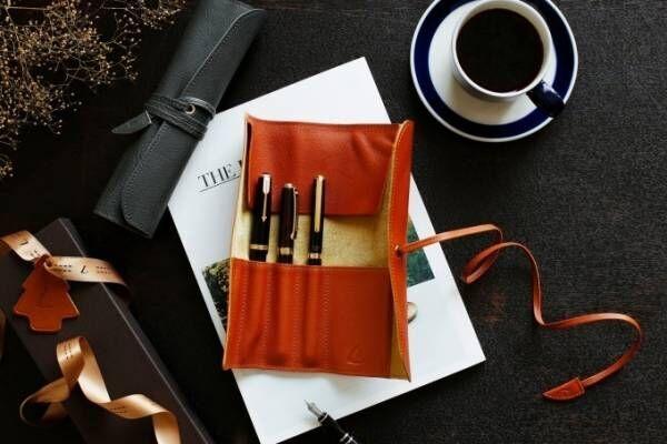 """土屋鞄製造所、""""煙突""""&""""暖炉""""カラーのクリスマス限定「トーンオイルヌメ」バッグ&レザー小物全16型"""