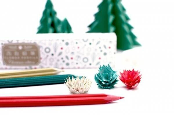削りかすが花びらになる「花色鉛筆」クリスマス仕様の3色セット、ポインセチアや雪結晶をモチーフに