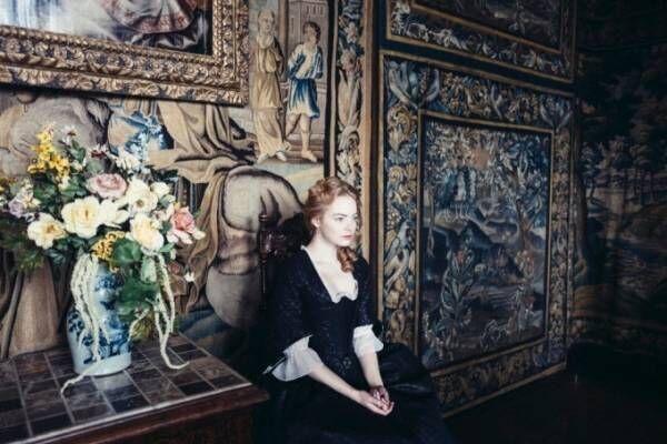 映画『女王陛下のお気に入り』エマ・ストーン主演最新作、貴族へ返り咲くため戦う召使い役に