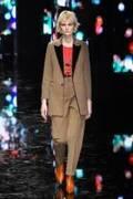 ニール バレット 2019年秋冬ウィメンズコレクション、女性の色気を引き立てるパンクスタイル