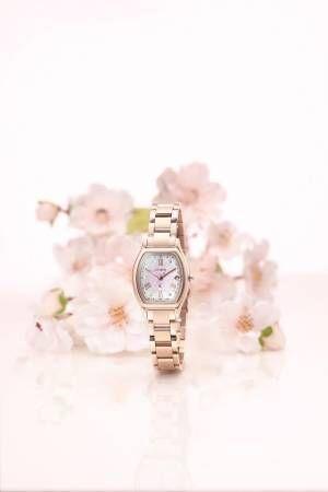 """シチズン クロスシー、""""八重桜""""がテーマの腕時計「ティタニア ライン ハッピーフライト」限定モデル"""