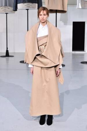 アンリアレイジ 2019-20年秋冬コレクション - 画面上と「全く異なる」洋服