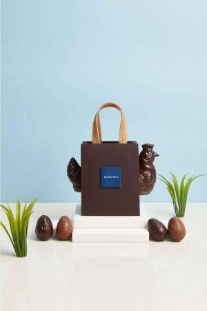 ジャン=ポール・エヴァンのイースター、ショコラでできた鶏が顔を出すバッグや卵型スーツケースなど