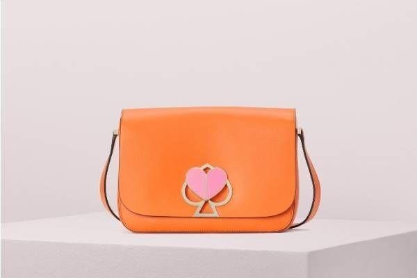 """ケイト・スペードの「スペード」クロージャーバッグに19年夏の新色、""""花占い""""着想のアクセも"""