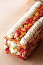 「キハチトライフルロール」がパイに、5種のフルーツとクリームをサクサクパイでサンド