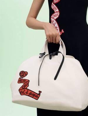 """""""伝説のクチュリエ""""アライア「モン クール エ ア パパ(私の心はパパのもの)」ロゴのドレスやバッグ"""