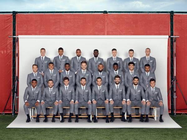 メッシらがトム ブラウンのスーツを着用、FC バルセロナの公式チームポートレート