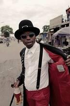 ヨウジヤマモトを纏うコンゴのファッショニスタ「サプール」の写真集『Yohjiを愛したサプール』発売