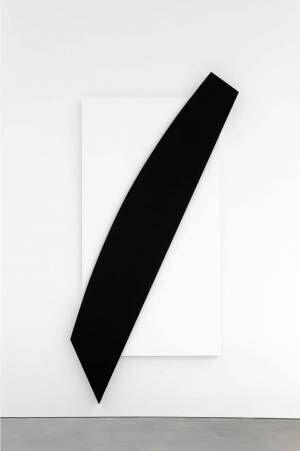 展覧会「抽象世界」大阪・国立国際美術館で、ディオールのドレスになった現代美術家の作品など