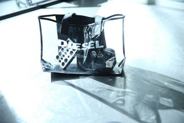 ディーゼルの日本限定PVCバッグ、ブランドロゴが映えるトートタイプ&バケットバッグ