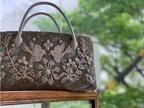 ケイタ マルヤマの新作「利休バッグ」、アーカイブ地&立体フラワー刺繍