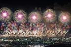 「長岡まつり大花火大会2019」ナイアガラ超大型スターマインなどが新潟・信濃川河川敷の上空に