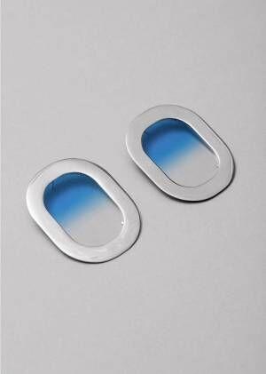 """""""飛行機の窓""""モチーフのイヤリングがオール ブルースから、青空・夕焼け・夜空を表現"""