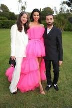 H&Mの新コラボはジャンバティスタ・ヴァリ、ドレスやメンズスーツ発表