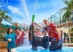サンシャイン水族館の夏フェス、コツメカワウソに氷をプレゼント&夜の大水槽前で乾杯も