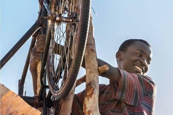 """映画『風をつかまえた少年』""""風車""""で貧困から村を救った少年の実話、キウェテル・イジョフォー初監督"""