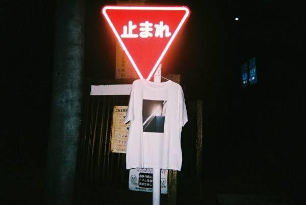 メゾンスペシャル×写真家・石田真澄のTシャツが青山で限定販売、ノスタルジックな写真作品をプリント