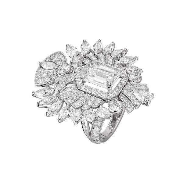 シャネルのハイジュエリー「ル パリ リュス ドゥ シャネル」ロシアから着想、ダイヤモンドの双頭の鷲