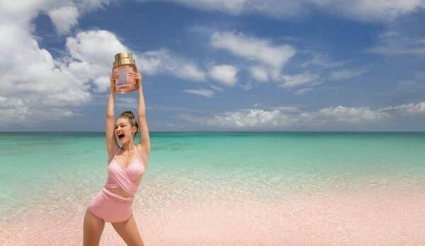 """マイケル・コース新香水、太陽に""""魔法""""がかかるゴールデンアワーイメージのオリエンタルフローラル"""