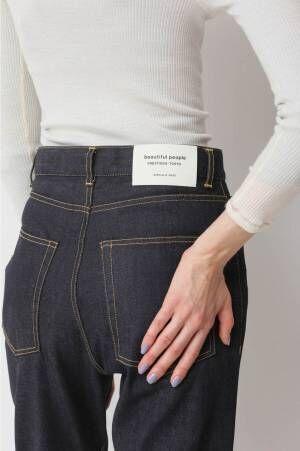 ビューティフルピープルの定番デニムがリモデル - ブランドネーム入り白い革パッチ