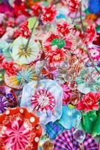蜷川実花と蜷川宏子が母娘でコラボ、極彩色の写真×キルトを融合させた企画展が福井で