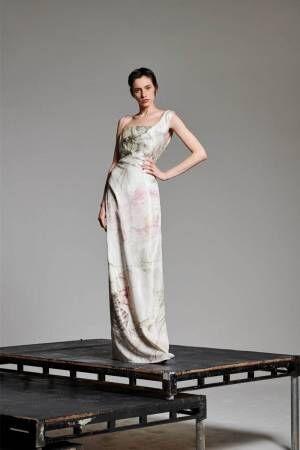 ヴィヴィアン・ウエストウッド「ローズ」のブライダルコレクション、アーカイブ薔薇プリントがドレスに
