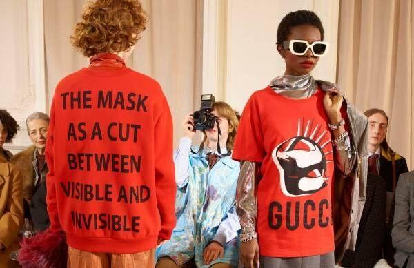 """グッチ""""マスク""""を描いた「グッチ マニフェスト」Tシャツ、キャットやメタルスパイクマスクを配して"""