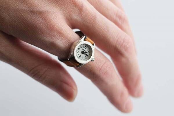 """指輪感覚で着ける""""指時計""""「モコ」の新作、アンティーク調ダイヤル×革ストラップ、メタルタイプも"""