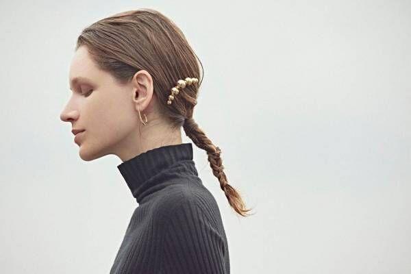"""""""髪に装うヘアジュエリー""""メタル質感のヘアゴム&球体つきコームなど、エラボレイトの新作"""