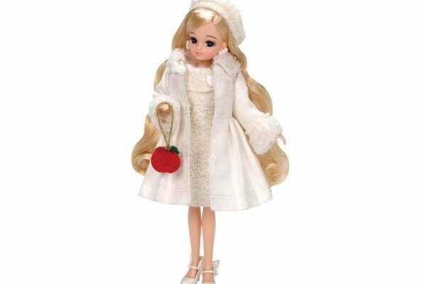 リカちゃん&サンリオ「ハローキティ」のコラボドール、リボンのホワイトワンピース&りんごバッグ