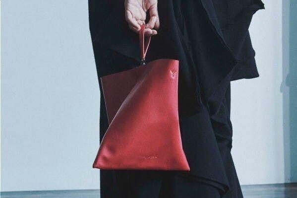 """ディスコード ヨウジヤマモト""""テトラポット""""型バッグ「テトラ」に新色、ギンザ シックス限定で"""