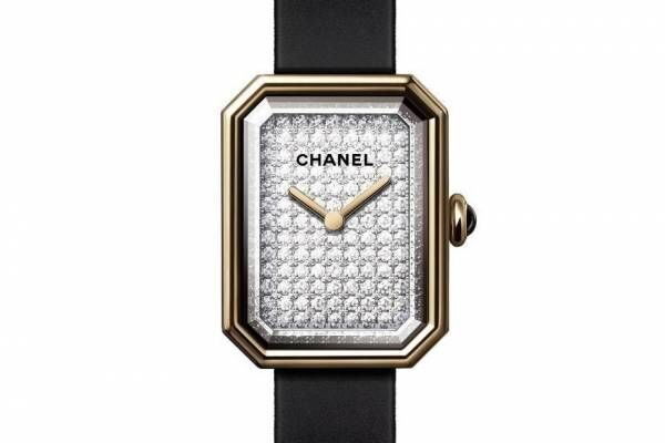 シャネルのウィメンズ腕時計「プルミエール」新作、ミニサイズのウォッチ×漆黒の細身ストラップ