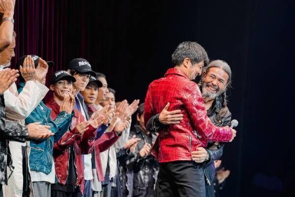 イサムカタヤマ バックラッシュの記念ライブ&ランウェイショー、EXILEのTAKAHIROら登場