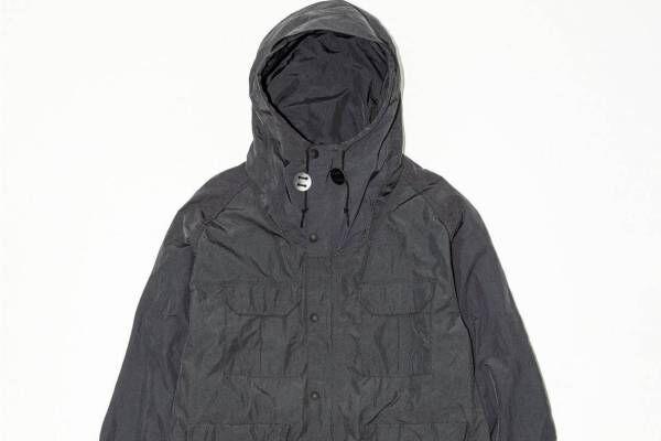 ザ・ノース・フェイス パープルレーベル×ビューティ&ユースのコート、ダークグレー&ベージュの2色で