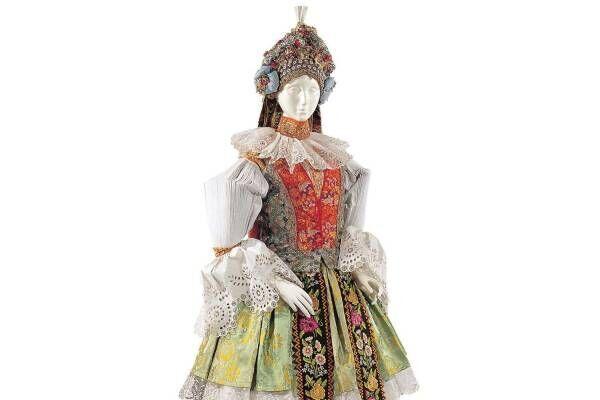 """文化学園服飾博物館「ひだ -機能性とエレガンス-」展、プリーツやタックなど服における""""ひだ""""の意味"""