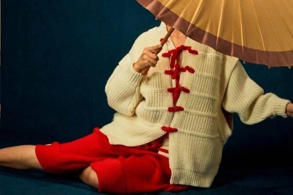 """""""チャイナドレス""""風ニットウェアがヤンヤンから、中国オペラから着想"""