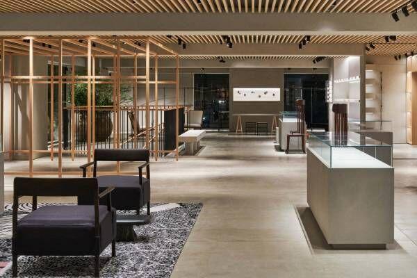 ロエベの新旗艦店「カサ ロエベ 東京」銀座並木通りに誕生、新作バッグやウェアをアート展示と楽しむ