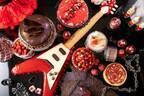 """""""ヘヴィーメタル""""苺デザートビュッフェがヒルトン名古屋で、実寸大ギターケーキやドラム型ティラミス"""