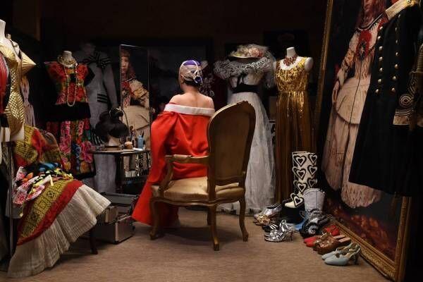 森村泰昌「さまよえる私とは?」問う展覧会、原美術館で - マネの絵画や著名人に扮する映像&写真