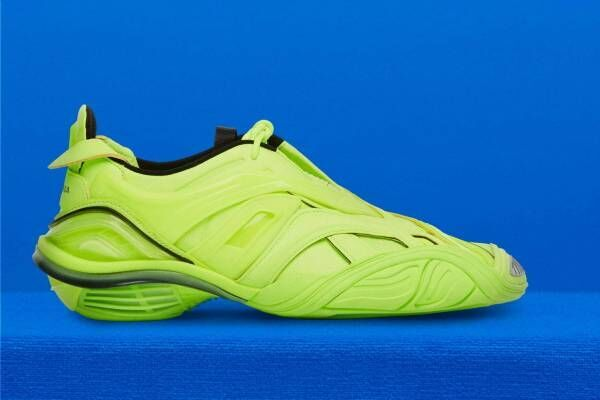 バレンシアガの新作スニーカー「タイレックス」筋肉組織のような網目を配したアシンメトリーシューズ