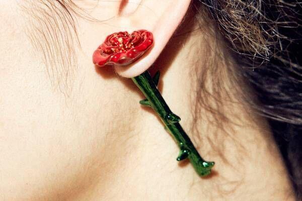 """パメオポーズ、可憐なリボンや大粒ハートの新作ピアス&チョーカー - 耳元に咲く""""赤薔薇""""ピアスも"""