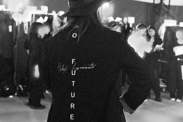 """ヨウジヤマモト、20春夏ショーで山本耀司が着用した""""NO FUTURE""""プリントのジャケット発売"""
