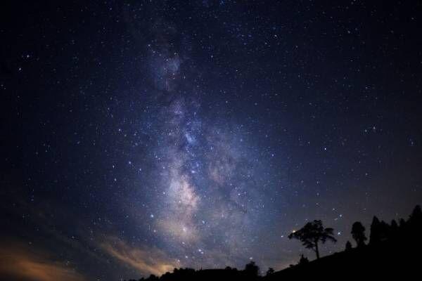 「日本一の星空」長野県阿智村で楽しむナイトツアー、ソファで眺める夏の夜空