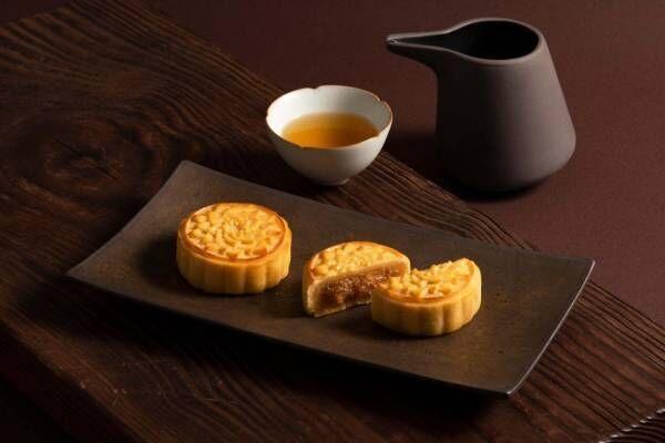 サニーヒルズの月餅「パイナップルムーンケーキ」完熟パイナップル×塩漬け卵黄入りカスタード
