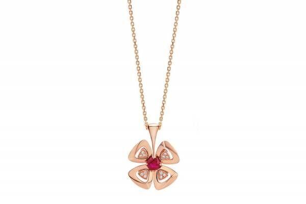 """ブルガリ「フィオレヴァー」限定""""花""""ネックレス、レッドルビーにパヴェダイヤモンドの花弁を添えて"""
