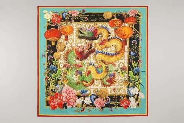 """ドルチェ&ガッバーナ""""中国×イタリア""""スカーフ、シルクロード着想の龍や美術品をデザイン"""