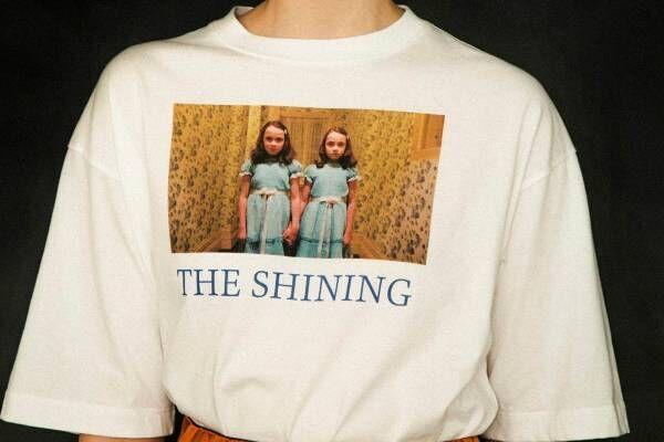 ファーファー×映画『シャイニング』、双子少女のプリントTシャツや237号室カーペット柄ワンピース