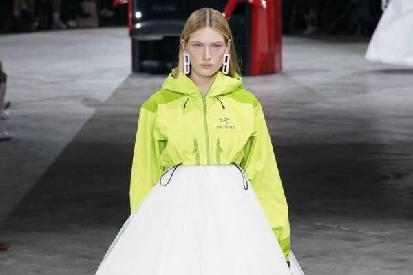 オフ-ホワイト 2020年秋冬コレクション  - ストリート×ドレスの解を求めよ