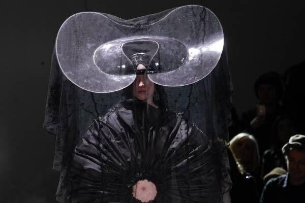 コム デ ギャルソン 2020年秋冬コレクション - 見た事のない新しい世界へ